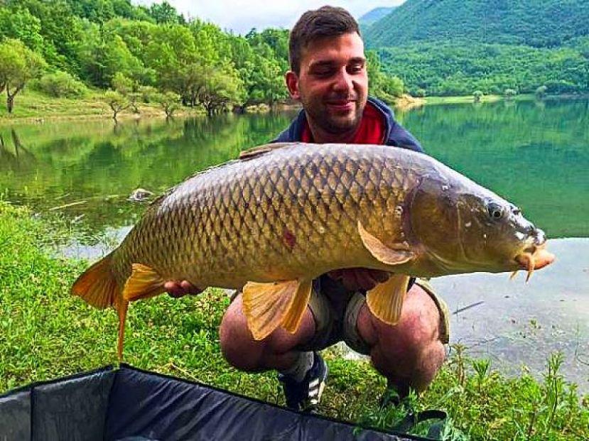 Cavalierenews it lago del turano emozioni pesca for Grosso pesce di lago